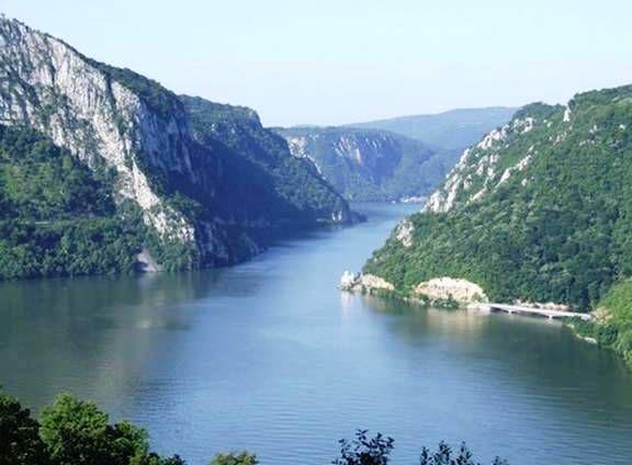 Dunav ajme zar nije prekrasan!! heheh !!:))