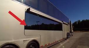 izvana izgleda kao bus